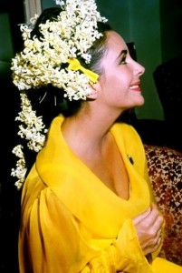 liz-in-yellow-at-her-wedding